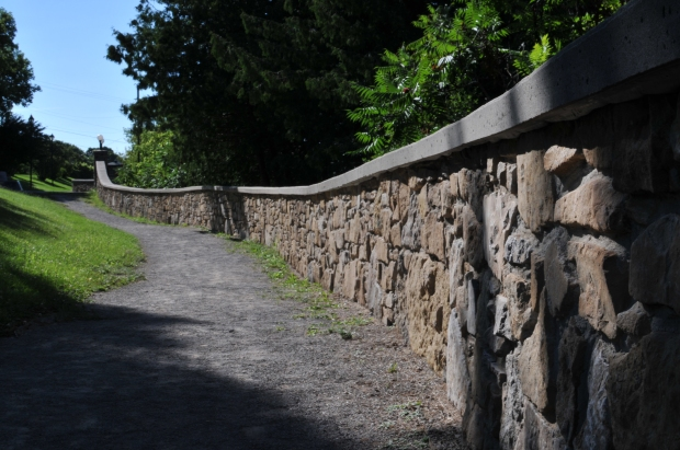 Stone fence in Centennial Park, Eganville, ON (Nikon D300, AF-S 35mm DX NIKKOR f/1.8 @ f/18, 1/160, ISO 100)